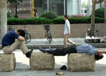 chinese_people_will_sleep_anywhere_640_38
