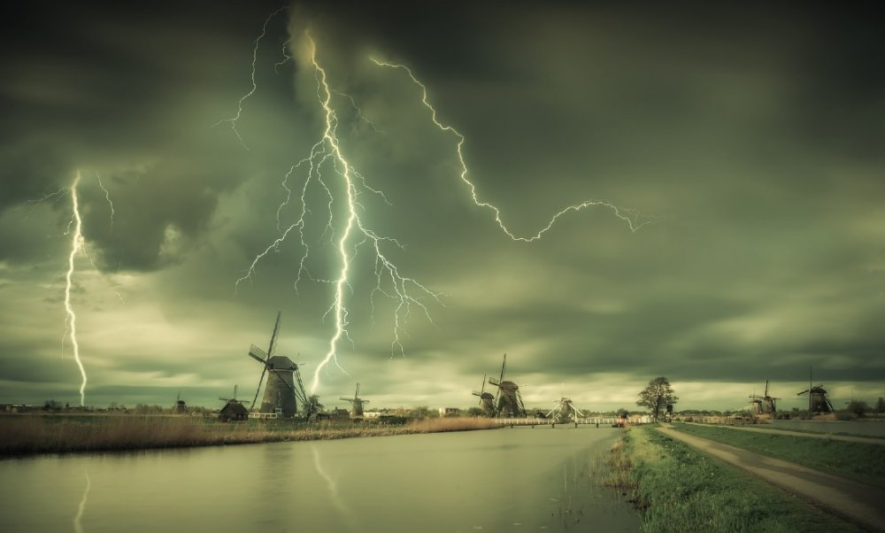 storm-windmills